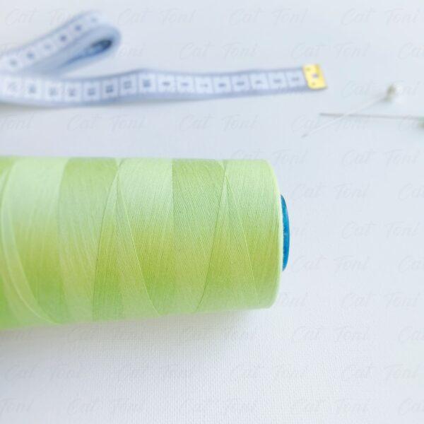 швейные нитки Фисташкового цвета